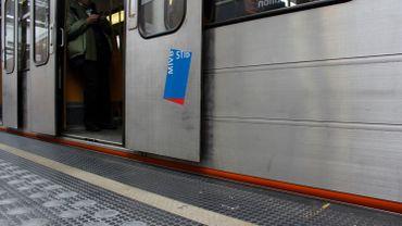La circulation des métros est interrompue mercredi matin sur la ligne 6 entre les stations Simonis et Houba-Brugmann à la suite d'un accident de personne (illustration).