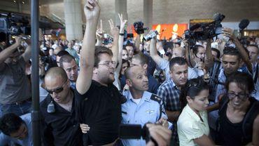 Des militants pro-palestiniens arrêtés à l'aéroport Ben Gourion de Tel-Aviv le 8 juillet 2011