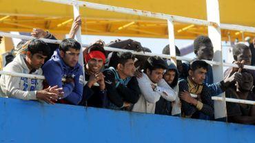 """470 réfugiés à bord du """"Tuna 1"""" dans le port de Palerme, le 18 avril 2017"""