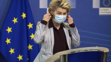 La Commission européenne affirme que de premiers vaccins pourraient être administrés en Europe fin décembre