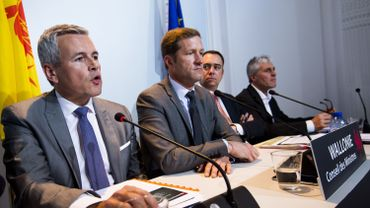 C'est le ministre wallon du Budget Christophe Lacroix (à gauche) qui l'a annoncé ce lundi.