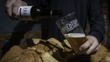 """La première bière """"Toast"""" a été produite dans l'émission du célèbre chef britannique Jamie Oliver, qui l'a aussitôt goûtée et qualifiée de """"bloomin' lovely"""" (""""super chouette""""), devenu son surnom."""