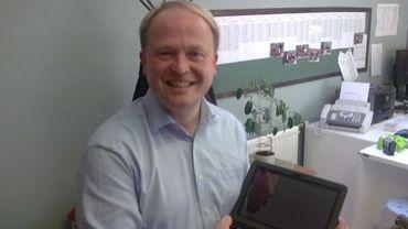 Le directeur et sa tablette