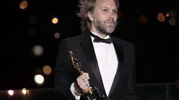 Florian ZellerIl a reçu son prix à Paris, où les Oscars avaient prévu un site dédié pour les artistes ne pouvant se rendre à Los Angeles à cause de la pandémie.
