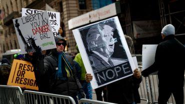 Human Right Watch pointe tout particulièrement la campagne de Trump, qui s'est illustrée par son intolérance et ses discours haineux