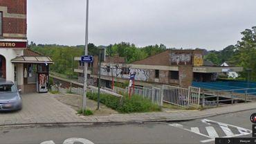 La gare de Linkebeek: un quai en Flandre, un quai à Bruxelles