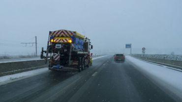 Retour de la neige: les épandeuses reprennent du service (illustration)