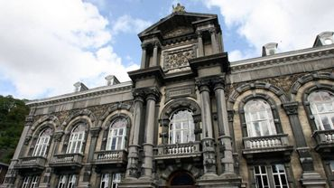 Le palais de justice de Dinant.