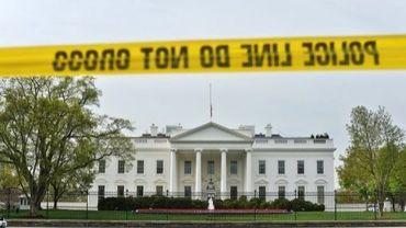 Un cordon de police devant la Maison blanche, à Washington, le 17 avril 2013
