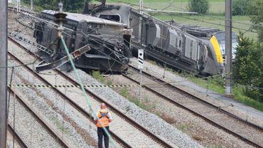 Le train de voyageurs vide, qui a déraillé à Neufvilles en juin 2018, roulait trois fois trop vite