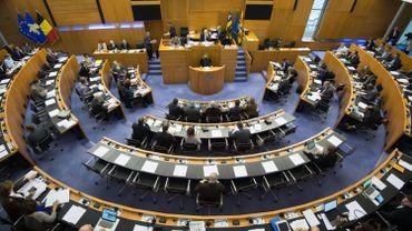 Les députés bruxellois réunis en assemblée de la Commission Communautaire Commune ont approuvé vendredi à l'unanimité la création de la commission d'enquête chargée de se pencher sur la gestion du Samusocial.