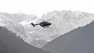 Un hélicoptère de la gendarmerie réalise des exercices au dessus de Bagnères-de-Luchon, le 23 février 2016