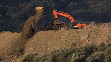 Espagne: les sauveteurs tentent toujours de retrouver Julen, tombé dans un puits