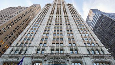 Cinq niveaux, 900 mètres carrés environ, une terrasse à 220 mètres de haut et un ascenseur particulier, voilà quelques-uns des attributs de cet appartement hors norme situé au sommet du Woolworth Building.