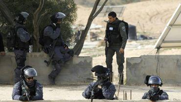 Des policiers israéliens lors d'une opération de démolition d'un village bédouin à Umm Al Hiran, en Israël, le 18 janvier 2017