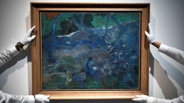 "Un rare tableau de la période tahitienne de Paul Gauguin, ""Te Bourao II"", a été adjugé mardi 9,5 millions d'euros chez Artcurial à Paris."