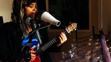 Avec Latin Latas et ses instruments recyclés, Andrea souffle des airs positifs sur la capitale colombienne