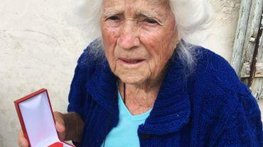France: une héroïne de la guerre reçoit la légion d'honneur à 102 ans