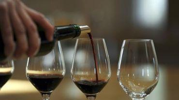 La production mondiale de vin est estimée en hausse de 2% en 2015, à 275,7 millions d'hectolitres (Mhl), l'Italie redevenant le premier pays producteur devant la France et l'Espagne