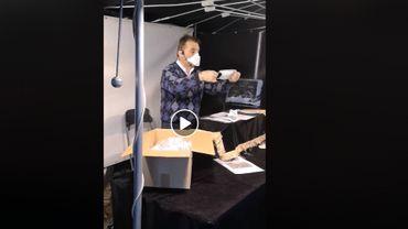 Ce démonstrateur ne pourra plus vendre ses masques sur le marché à Molenbeek.