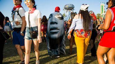 L'édition 2019 de Coachella sera marquée par l'installation d'un pop-up Yves Saint Laurent Beauté sur la route qui mène au festival.