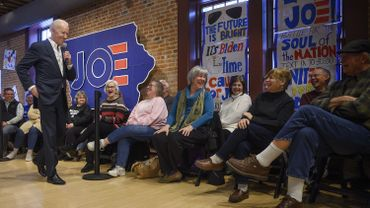 Dans l'Iowa il est coutume de discuter une heure avec une quarantaine d' électeurs. L'Iowa est un état clé de l'élection présidentielle américaine.