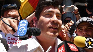 Egalement journaliste, Carlos Alvarado a largement remporté dimanche, avec plus de 60% des voix, le second tour de la présidentielle face à Fabricio Alvarado (sans lien de parenté), pasteur évangélique de 43 ans. Son parti Action citoyenne (PAC) n'aura pourtant que 10 des 57 sièges de l'Assemblée.