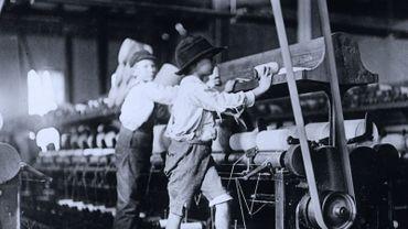 Les droits des enfants ont bien évolués ! Il n'y a pas si longtemps encore, les enfants étaient encore maltraités, et considérés comme de la main d'oeuvre pas chères ...
