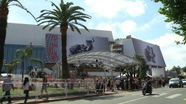 La croisette et ses habitants se préparent à recevoir la foule de curieux et de professionnels qui envahit chaque année Cannes