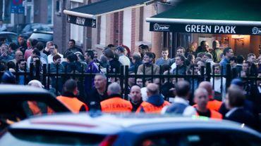 """Coucke buiten!"" : Des supporters anderlechtois demandent le départ de Marc Coucke"