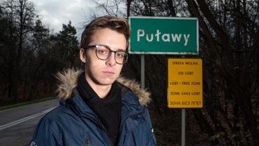 """Bart Staszewski, le photographe activiste qui documente les villages polonais se déclarant """"zone sans LGBT"""""""