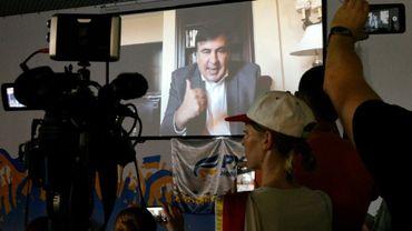 L'ex-président géorgien Mikheïl Saakachvili sur un écran géant à Kiev lors d'une visioconférence, le 1er août 2017