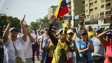 Des manifestants vénézuéliens opposés au président Nicolas Maduro se rassemblent à Caracas, le 19 avril 2017
