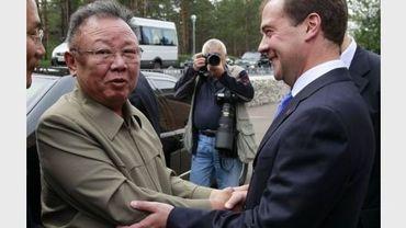 Le président russe Dmitri Medvedev accueille le leader nord-coréen Kim Jong-Il, le 24 août 2011 à Oulan-Oudé