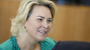Céline Fremault regrette l'accord sur la réduction de 35 % des émissions de CO2 des voitures