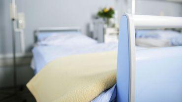 Un lit vide d'hôpital
