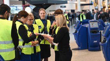 Le transporteur scandinave SAS a annoncé dimanche l'annulation de 1.213 vols lundi et mardi
