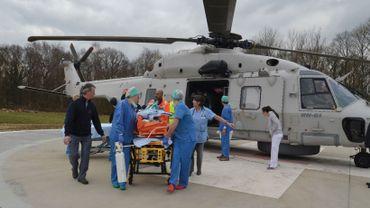 Un des grands brûlés a été transféré par hélicoptère à Loverval