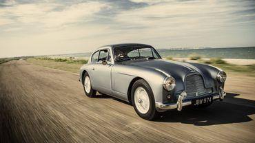 Cette Aston Martin DB 2/4 Mk I Vantage de 1954 a inspiré Ian Fleming pour Goldfinger