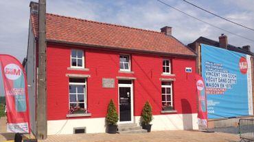 """La maison et sa façade rouge """"sang de bœuf"""""""