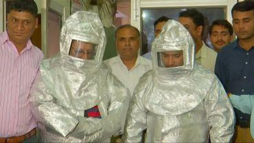 """Des escrocs indiens habillés en """"cosmonaute"""" sont la risée des réseaux sociaux"""