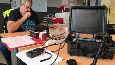 Attentats, black out, catastrophe naturelle: quand les radioamateurs secourent les secouristes