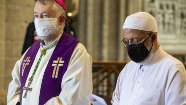 Attaque au couteau à Nice: chrétiens et musulmans de Bruxelles main dans la main pour dénoncer l'acte terroriste de Nice