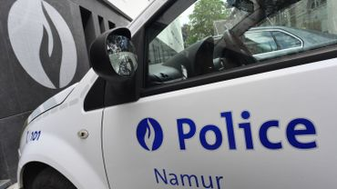 Un homme ivre blesse un agent de police à Namur