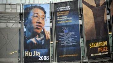 Affiche géante du dissident chinois Hu Jia, Prix Sakharov 2008, sur la façade du Parlement européen, le 1er décembre 2008 à Bruxelles