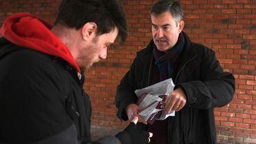 L'ex-député conservateur David Gauke (d) en campagne électorale à Tring, au nord-ouest de Londres, le 26 novembre 2019