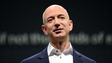 L'essentiel de la fortune de Jeffrey Preston Bezos, son nom complet, provient de sa participation au capital d'Amazon.