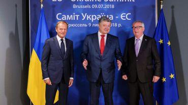 Le président du Conseil européen, Donald Tusk, le président ukrainien Petro Porochenko et le président de la Commission européenne Jean-Claude Juncker lors d'un sommet UE-Ukraine