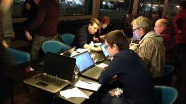 Les journalistes du Soir continuaient leur travail dans un hôtel non loin de leur rédaction.
