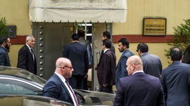 Des officiels saoudiens arrivent au consulat à Istanbul, le 9 octobre 2018 en Turquie
